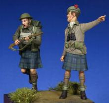 Scottish Black Watch Officer & Soldier WW II - 2.